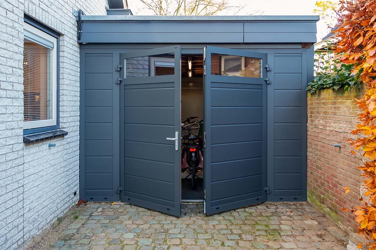 openslaande garagedeur met glas (4)