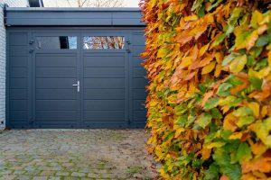 vast zijstuk bij openslaande garagedeur (5)