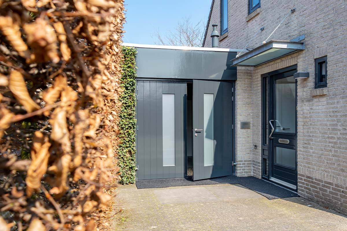 houten-openslaande-garagedeur-melkglas (3)