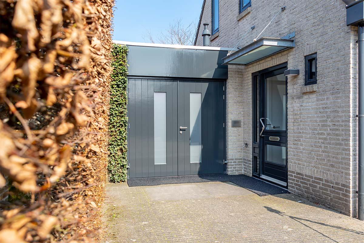 houten-openslaande-garagedeur-melkglas (4)