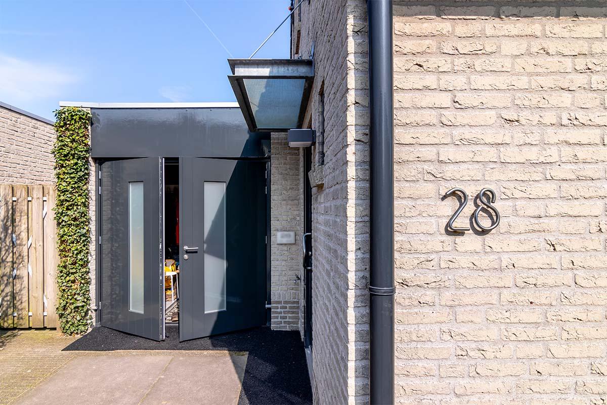 houten-openslaande-garagedeur-melkglas (7)