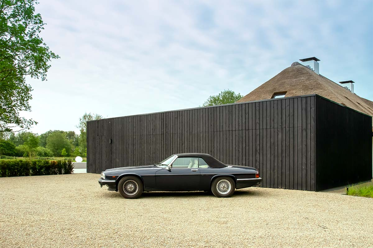 zwarte houten garagedeur (1)