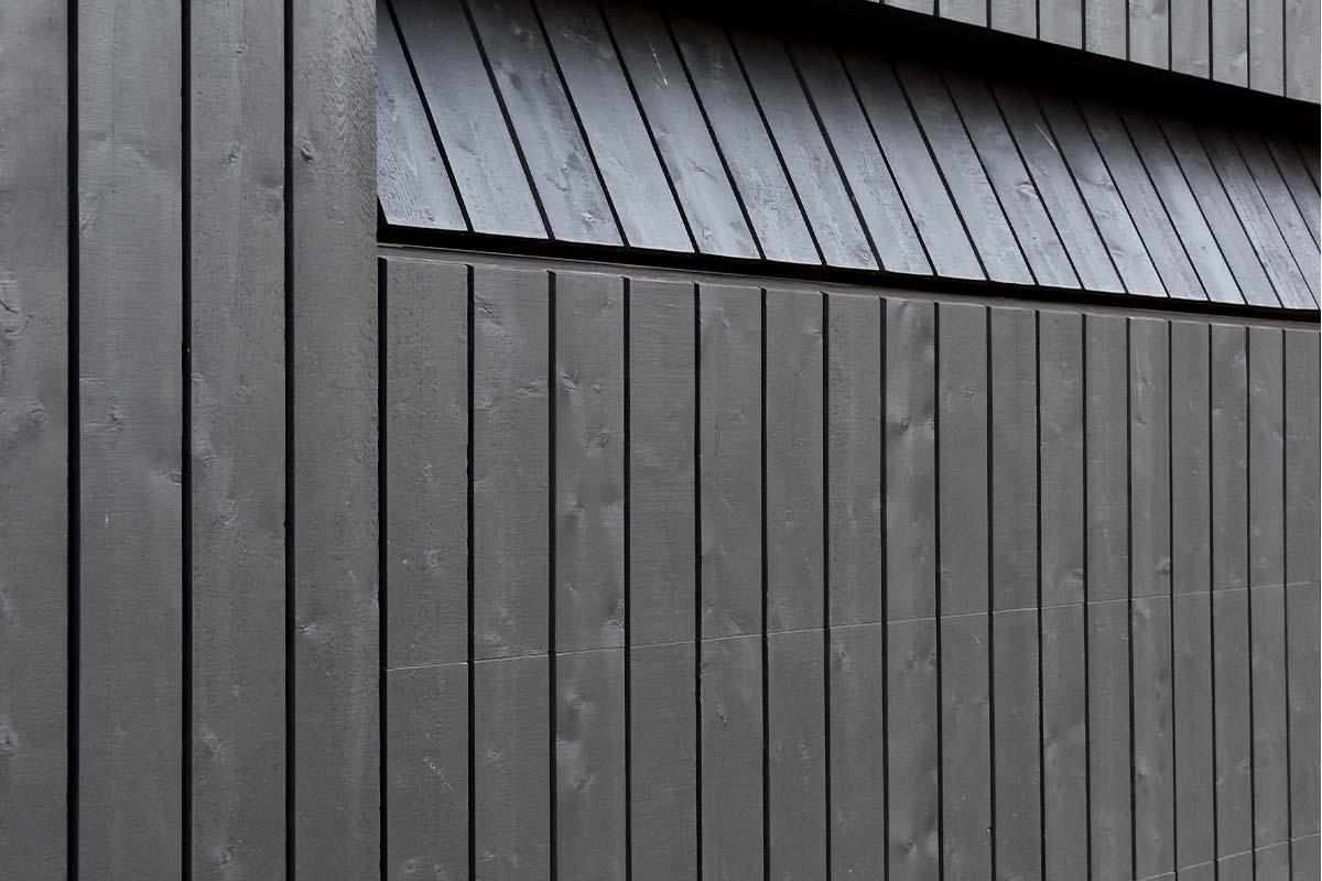 zwarte houten garagedeur (2)