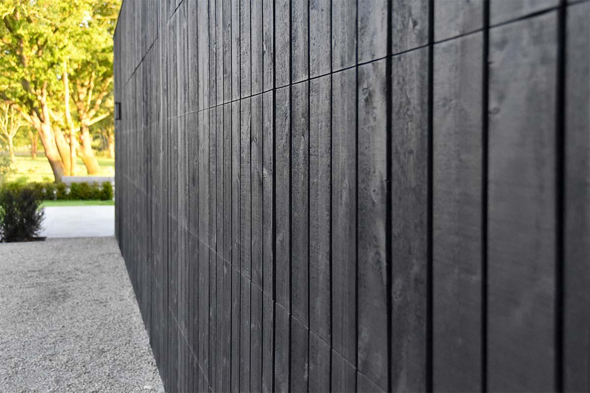 zwarte houten garagedeur (5)
