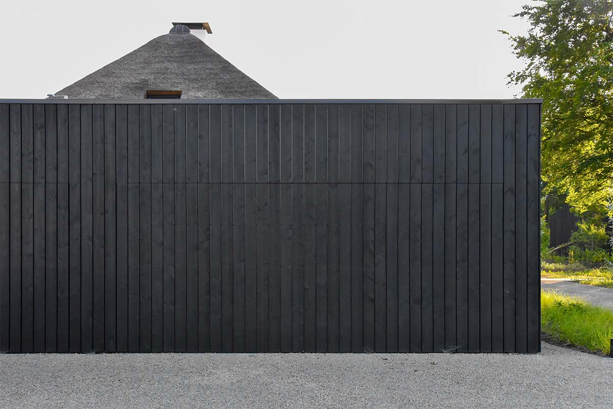 zwarte houten garagedeur (7)