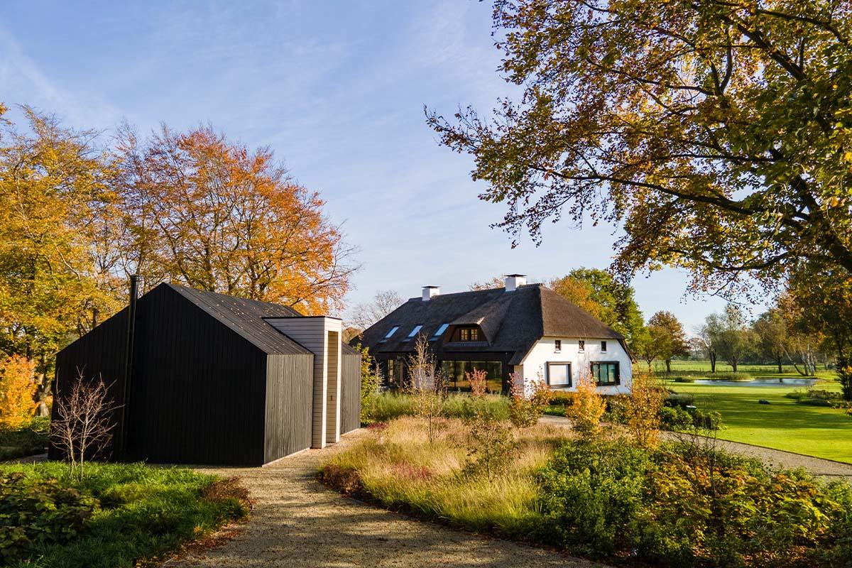 zwarte houten garagedeur (10)