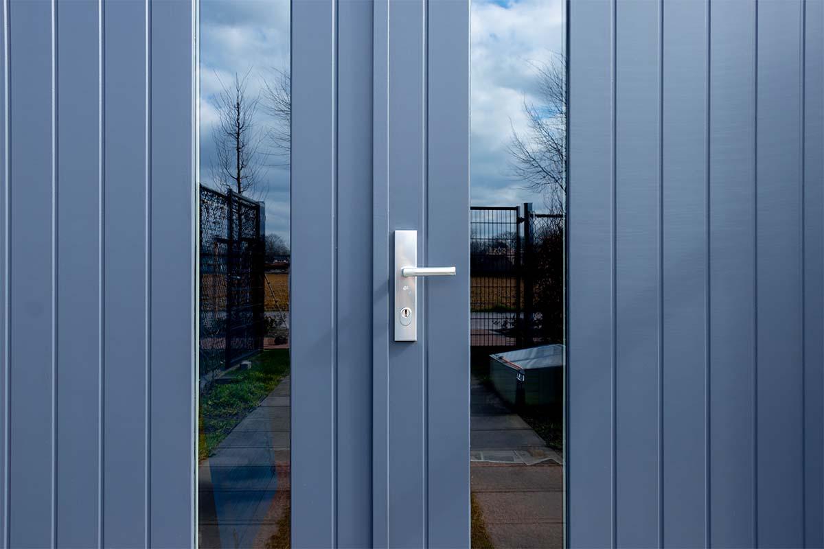 verticale-houten-openslaande-garagedeur (3)