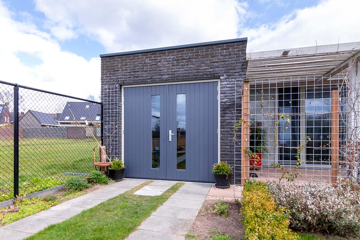 verticale-houten-openslaande-garagedeur (4)