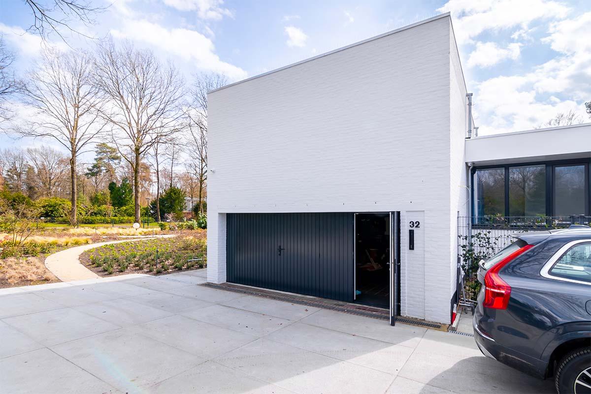 openslaande garagedeuren van hout (1)