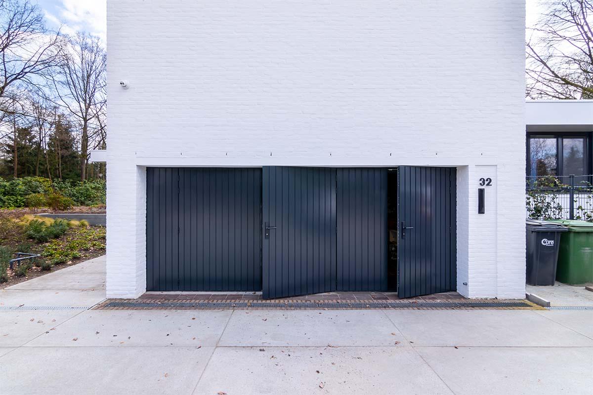 openslaande garagedeuren van hout (7)