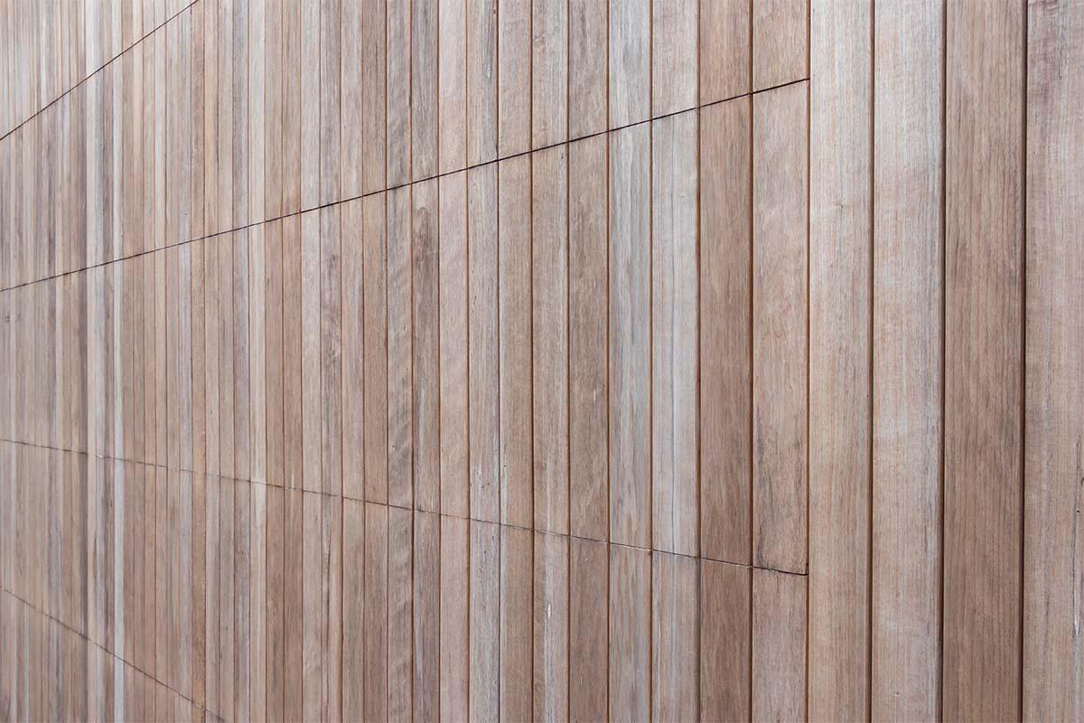 houten-sectionaaldeur-bij-strakke-villa (7)