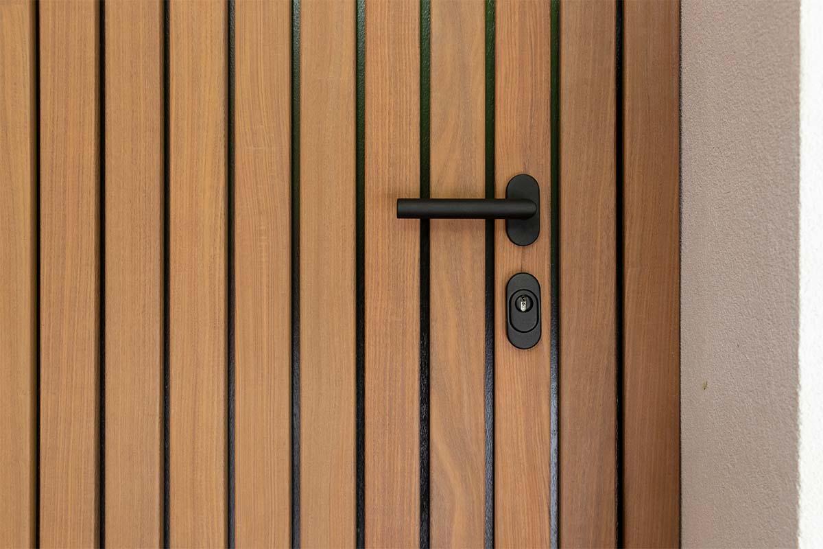 houten loopdeur zwart beslag