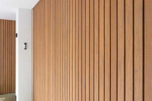 houten zijwaartse garagedeur met gevelbekleding (3)