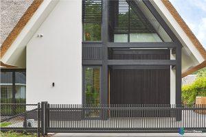 houten-sectionaaldeur-zwart