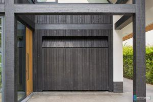 zwarte-houten-garagedeur