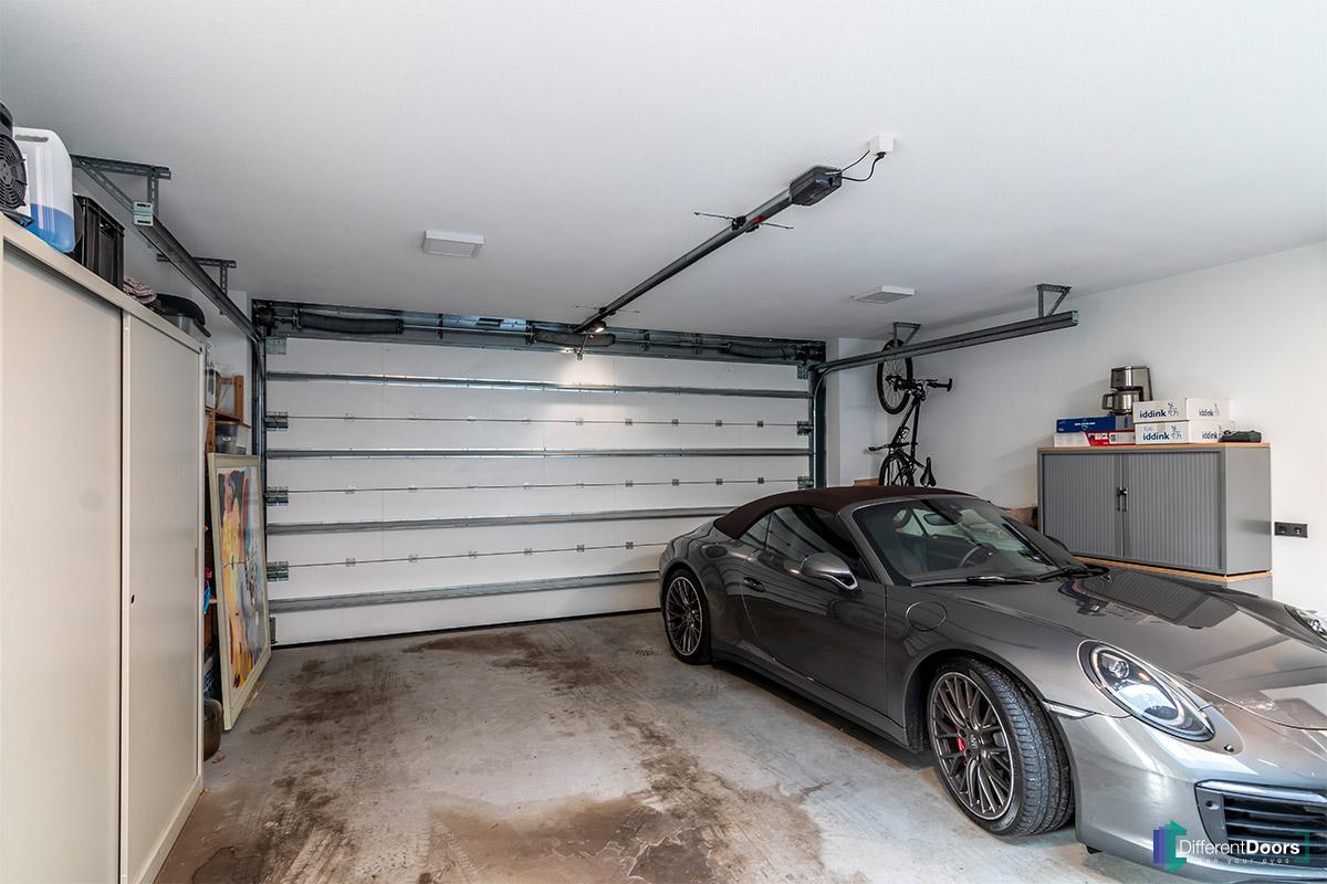 Afrormosia houten garagedeur verticaal (4)