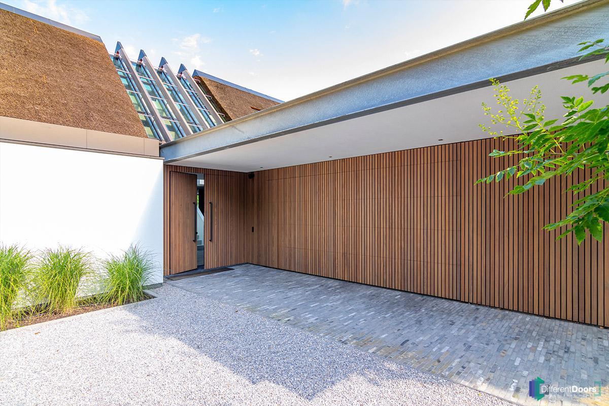 verticale-houten-latten-garagedeur (1)