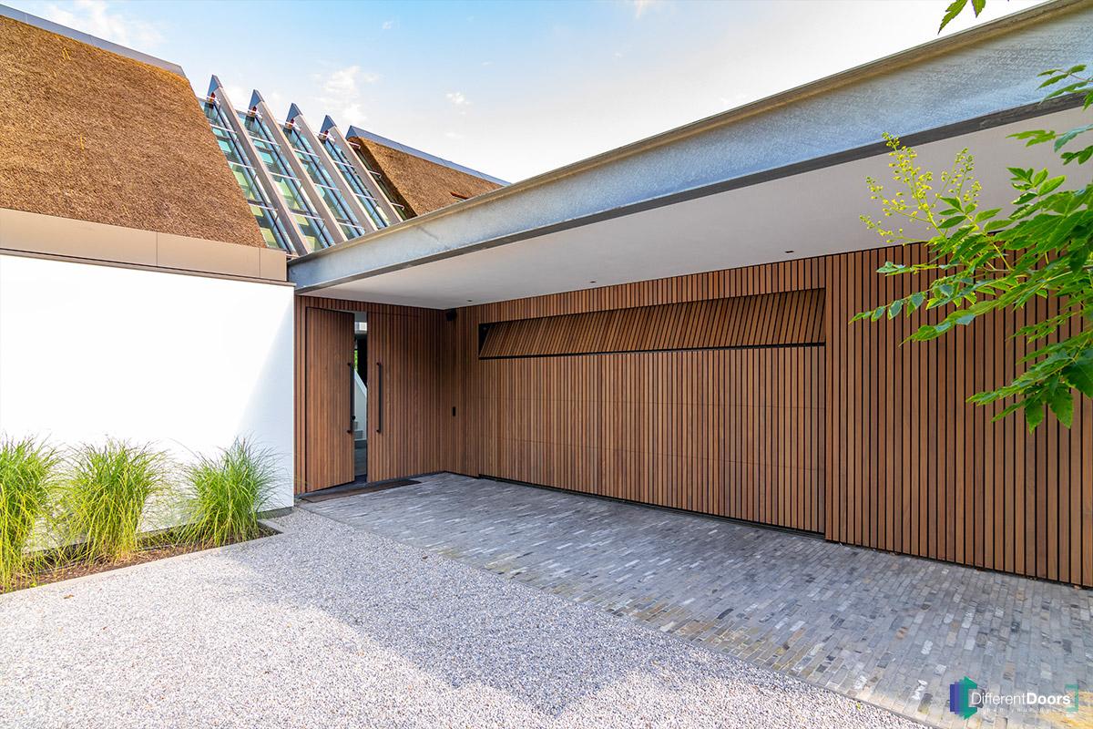 verticale-houten-latten-garagedeur (2)