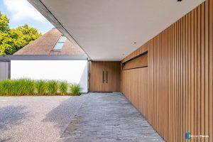 verticale-houten-latten-garagedeur (5)