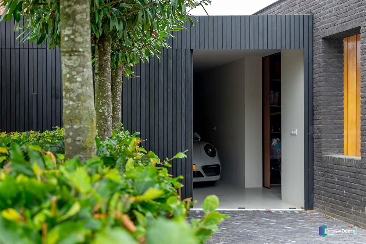 zwarte zijwaartse garagedeur (6)