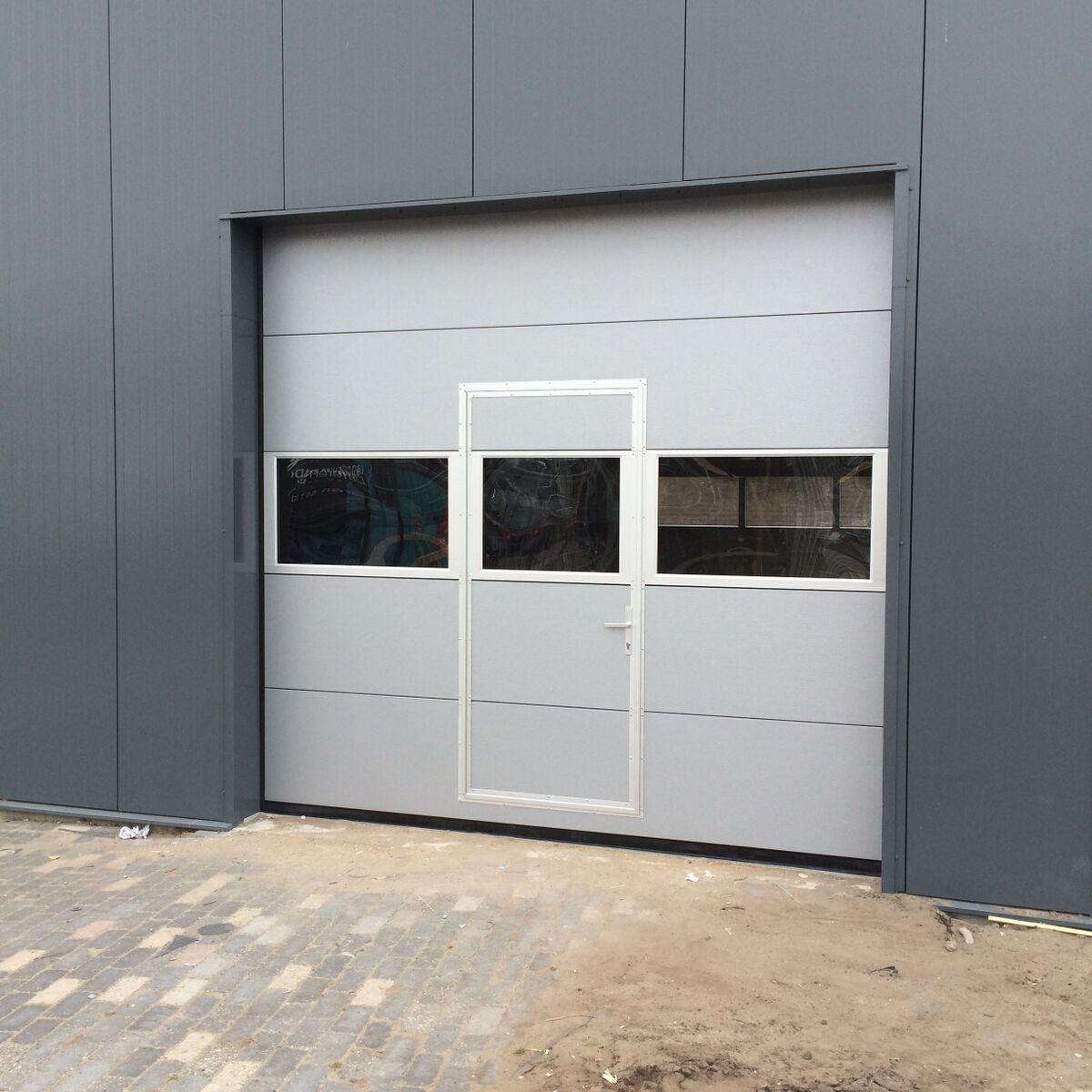 Elektrische Garagedeur Met Loopdeur En Glas Different Doors